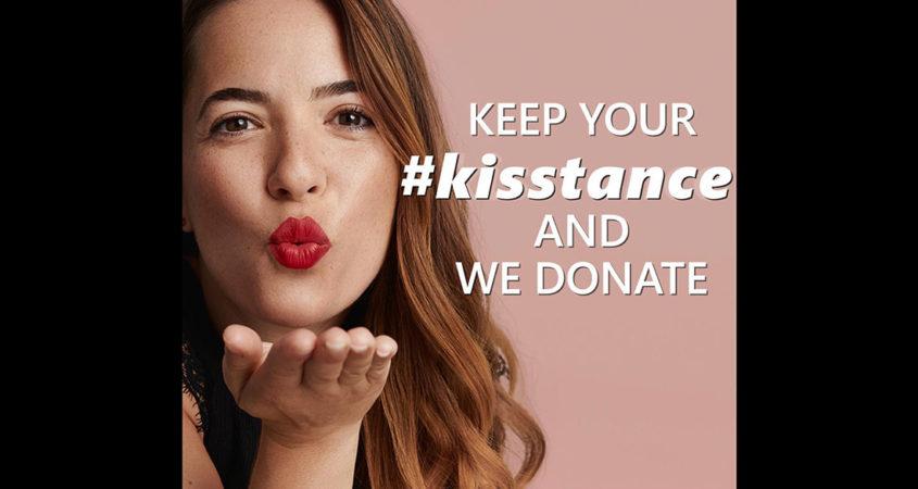 «Keep your #kisstance»: Καμπάνια εταιρείας καλλυντικών κατά του κορωνοϊού